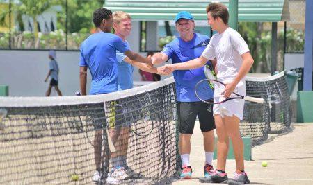 Get 10% Discount of the Tennis Club Membership!