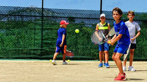 4 Group tennis lessons for kids 10 - 15 years old